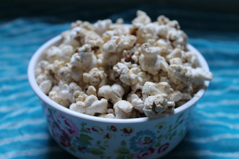 Cheesy Herby Popcorn withGarlic