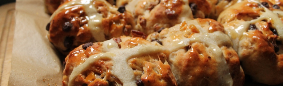 Chocolate Chip and Pecan Hot CrossBuns
